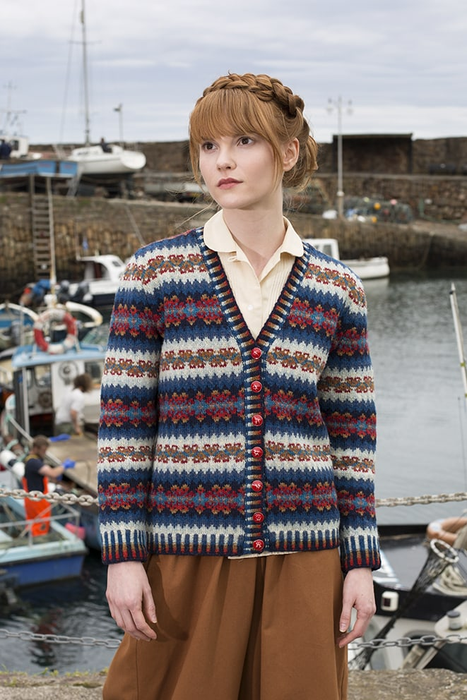 Wave hand knitwear design by Alice Starmore for Virtual Yarns